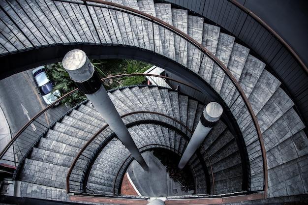 Nowoczesny schodek budynku w stylu loftu, wysoki z widoku z góry