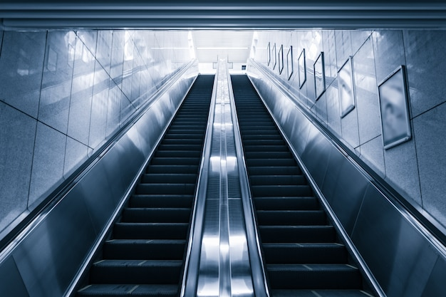 Nowoczesny schodkowych w centrum handlowym