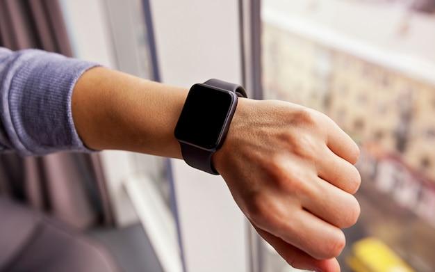 Nowoczesny smartwatch na rękę
