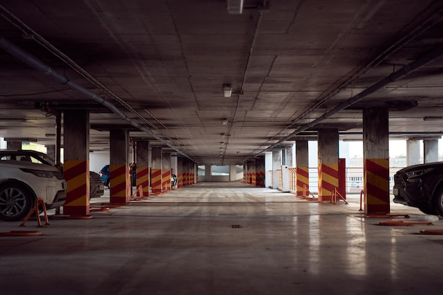 Nowoczesny wielopoziomowy parking samochodowy