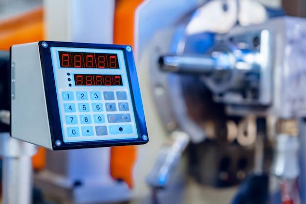Nowoczesny zakład przemysłowy. części wyposażenia maszyn samochodowych z bliska