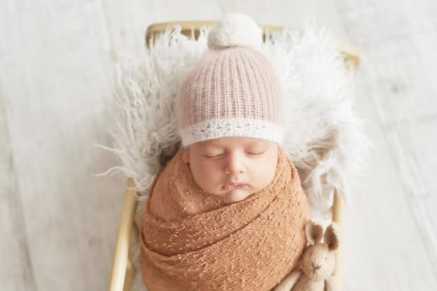 Nowonarodzony chłopiec 1 miesiąc