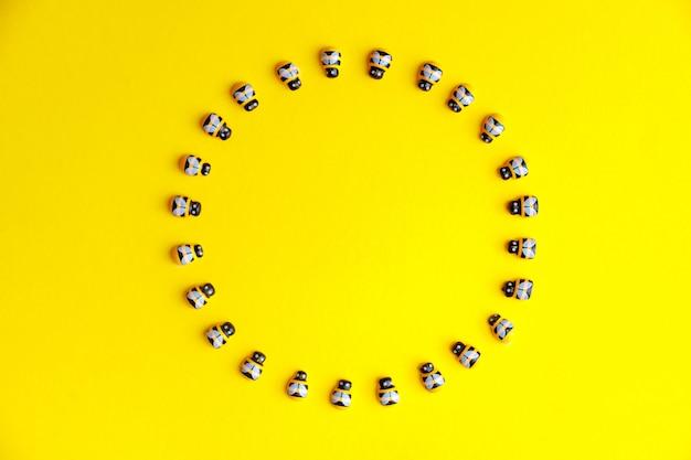 Nowonarodzony cyfrowy tło z pszczołami.