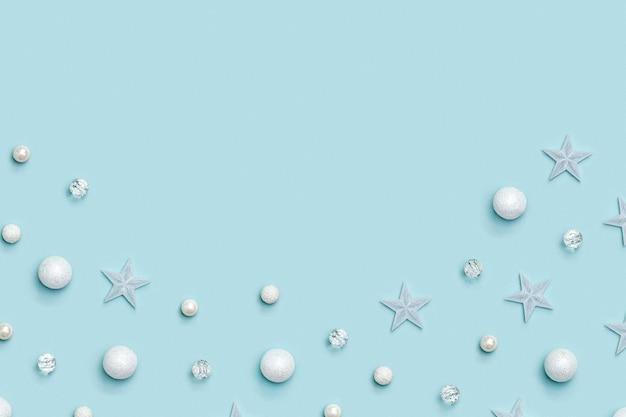 Noworoczna ramka z świątecznymi dekoracjami z zimową dekoracją świąteczny wzór w pastelowych kolorach