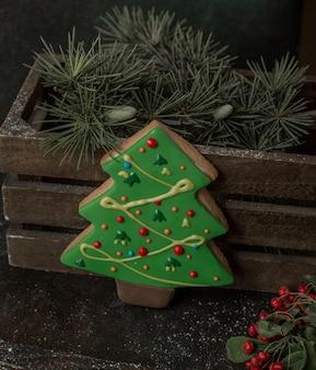 Noworoczne drzewo ciastko na stole
