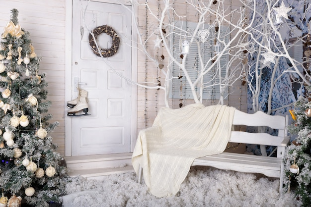 Noworoczne studio fotograficzne utrzymane w białych kolorach