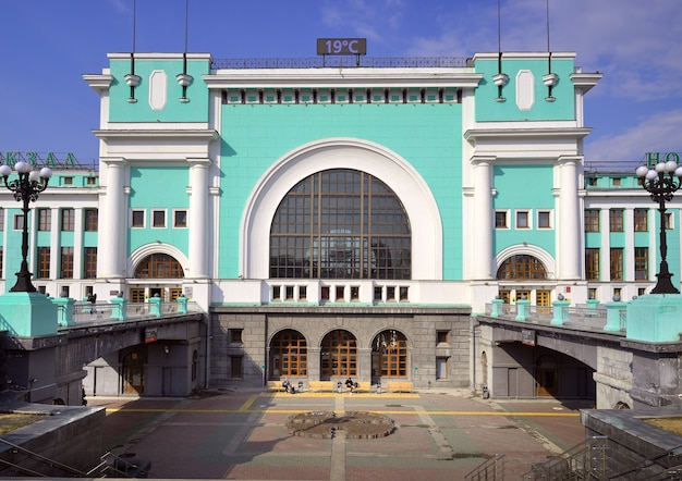 Nowosybirsk syberia rosja05162021 budynek dworca kolejowego nowosybirskgławny