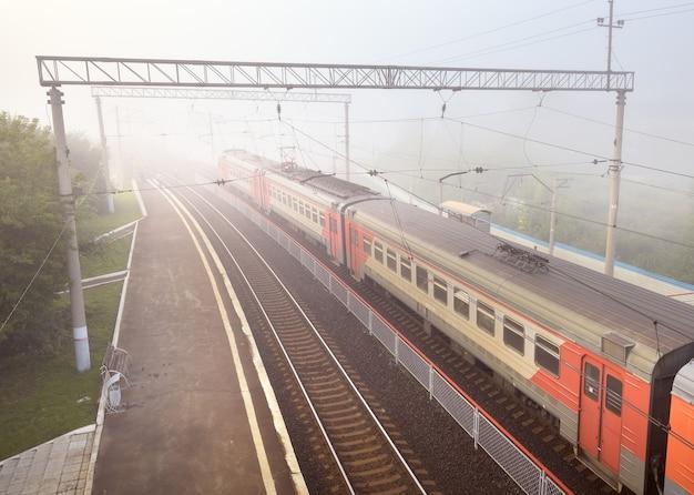 Nowosybirsk syberia rosja08152021 wagony podmiejskiego pociągu kolei rosyjskich