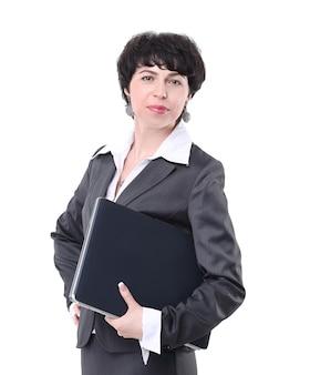 Nowożytna biznesowa kobieta z laptopem. na białym tle