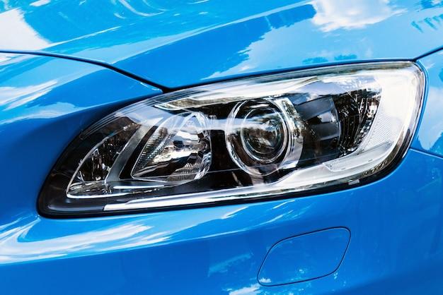 Nowożytny samochodowy reflektor, błękitny samochodowy zewnętrzny szczegół
