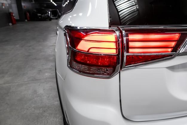 Nowożytny tylni światła zbliżenie, samochodowa lampa