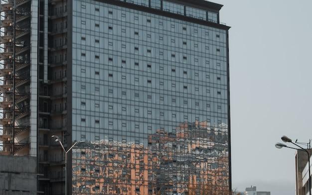 Nowy budynek. koncepcja zakupu nowego mieszkania.