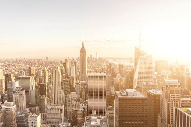 Nowy jork manhattan midtown widok z lotu ptaka z wieżowcami sepia zachód słońca tonowanie