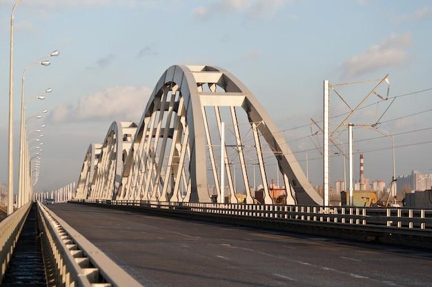 Nowy kombinowany most drogowo-kolejowy w kijowie