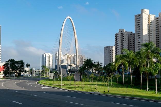 Nowy most wantowy w sao jose dos campos, znany jako łuk innowacji.