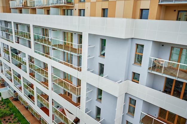 Nowy nowoczesny kompleks apartamentów mieszkalnych w europie