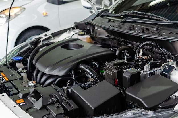 Nowy, nowoczesny silnik samochodowy z detalami