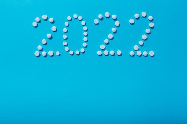 Nowy rok 2022 został napisany pigułkami jako symbol pandemicznej sytuacji na świecie