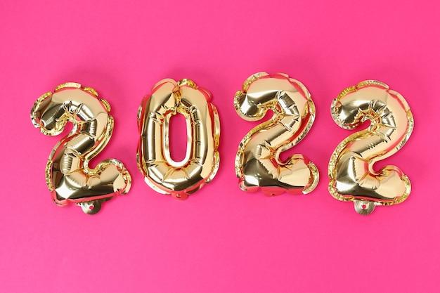 Nowy rok balony foliowe numery na różowym tle nowy rok bożego narodzenia