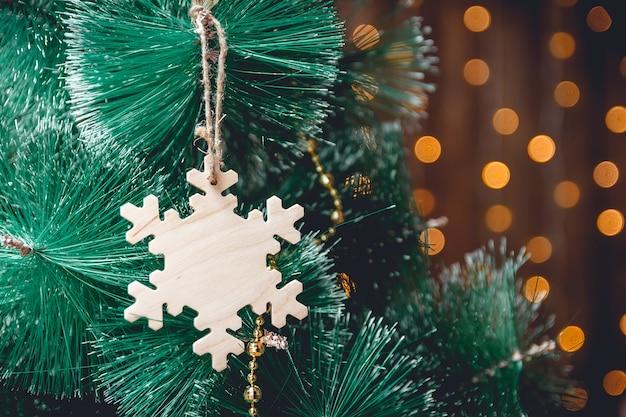 Nowy rok drewniana dekoracja płatek śniegu na choince