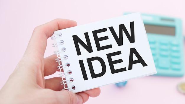 Nowy tekst pomysłu w notatniku z klawiaturą