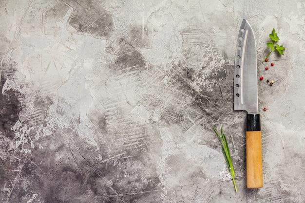 Nóż kuchenny i przyprawy