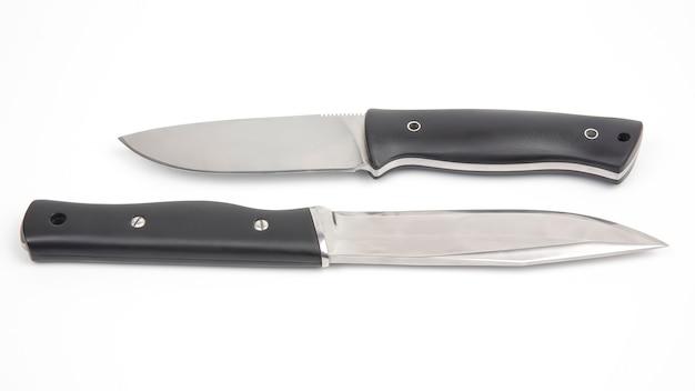 Noże do biwakowania i polowania na białym tle. narzędzie tnące. izolowany obiekt
