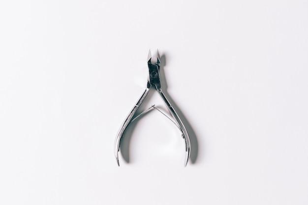 Nożyczki do manicure na białym tle