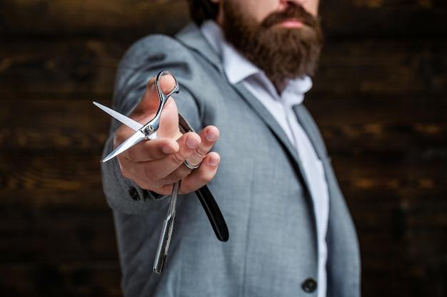 Nożyczki fryzjerskie i brzytwa, fryzjer, garnitur