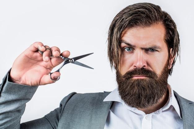 Nożyczki fryzjerskie. vintage fryzjer, golenie. mężczyzna w salonie fryzjerskim, strzyżenie, golenie.
