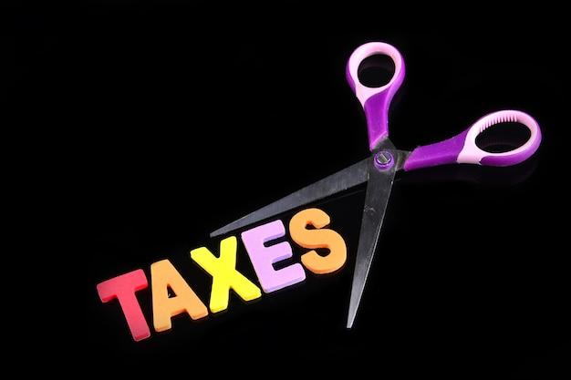 Nożyczki i alfabet podatki
