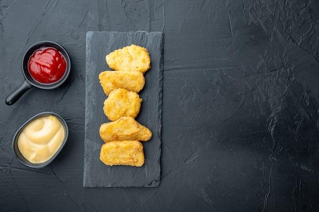 Nuggetsy z kurczaka smażone na czarno