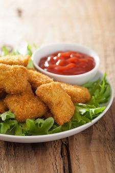 Nuggetsy z kurczaka z keczupem