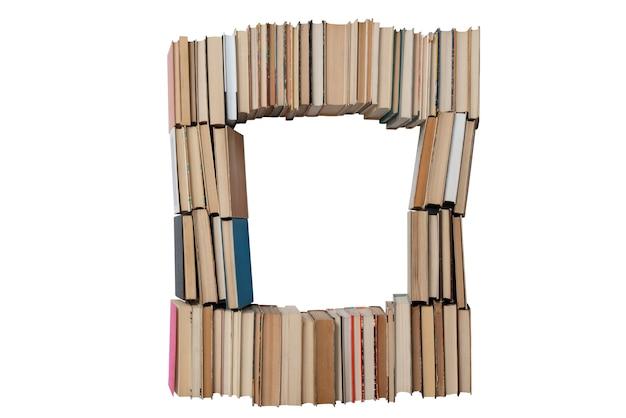Numer 0 wykonane z książek na białym tle