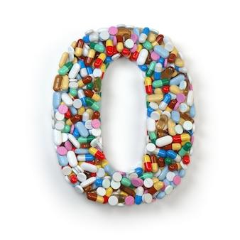 Numer 0 zero z pigułek leków, kapsułek, tabletek i blistrów na białym tle