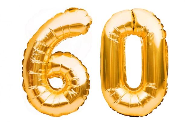 Numer 60 sześćdziesiąt wykonany ze złotych nadmuchiwanych balonów na białym. balony helowe, numery złotej folii.