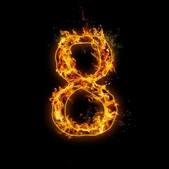 Numer 8. płomienie ognia na czarnym tle, realistyczny efekt ognia z iskrami.