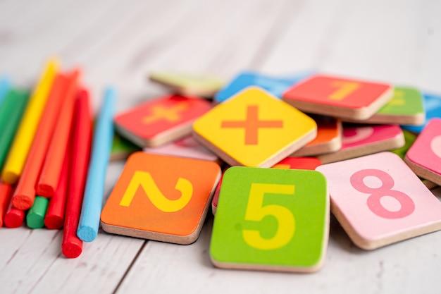 Numer matematyczny kolorowe, edukacja nauka nauka matematyki uczyć koncepcji.