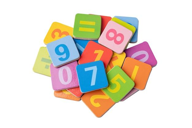 Numer matematyczny kolorowy na białym tle