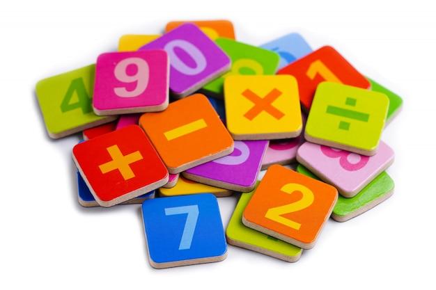 Numer matematyczny na białym tle.