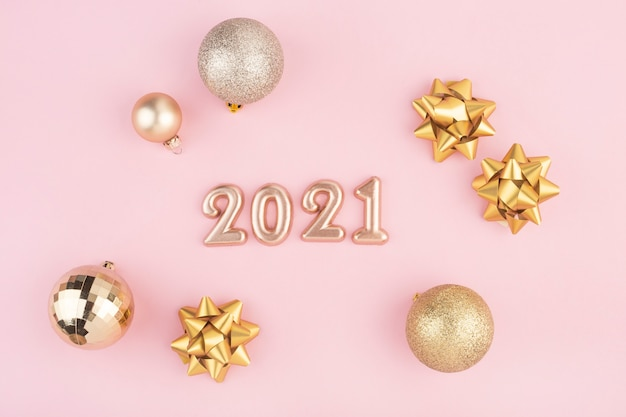 Numery nowego roku na różowym tle