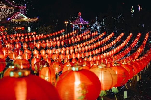 Obchody chińskiego festiwalu latarni
