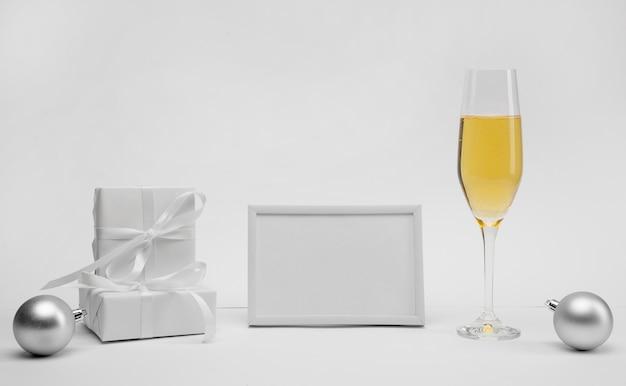 Obchody nowego roku z szampanem