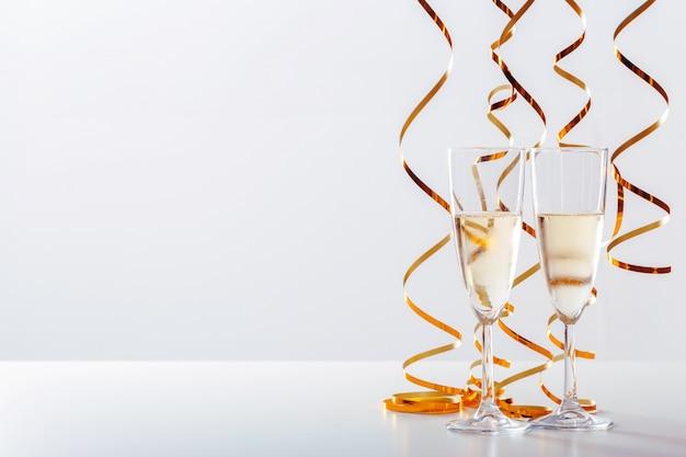 Obchody sylwestra z szampanem