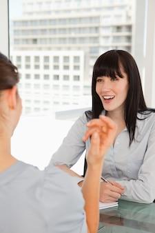 Obie kobiety lubią żartować ze sobą