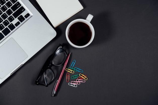 Obiekty akcesoriów biznesowych i widok z góry