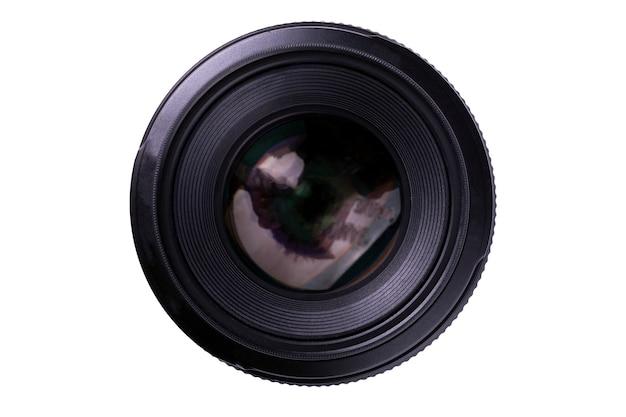 Obiektyw aparatu na białym tle