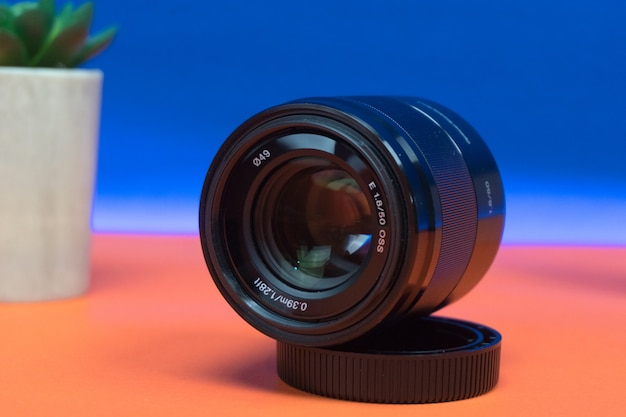Obiektyw sony 50 mm 1.8 z bliska