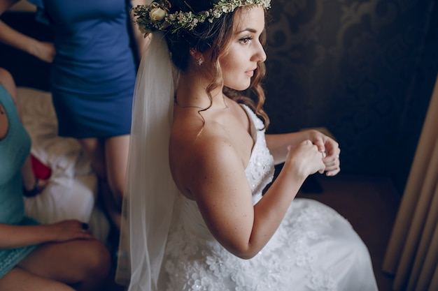 Oblubienica z kwiatów koronie