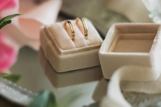 Obrączki ślubne w pudełku